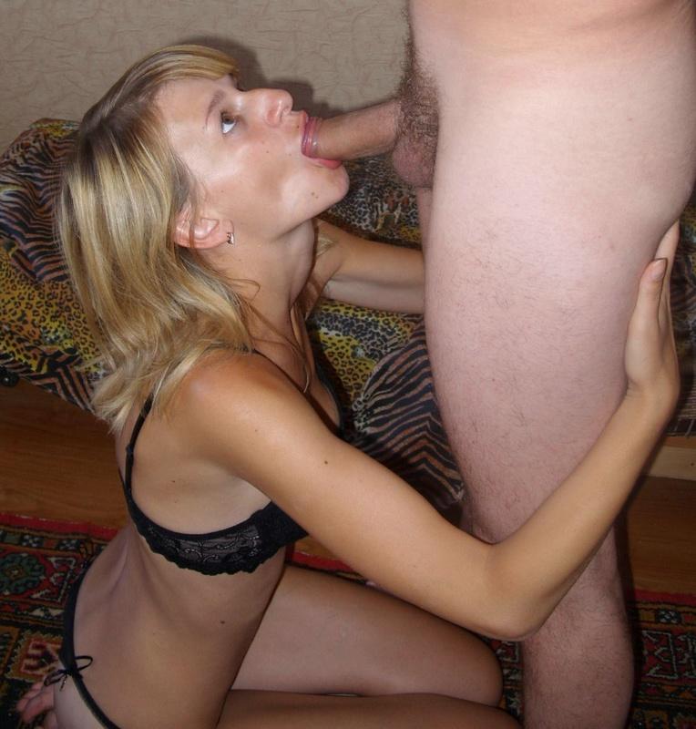 Озабоченные жены доводят друг друга до оргазма минетом