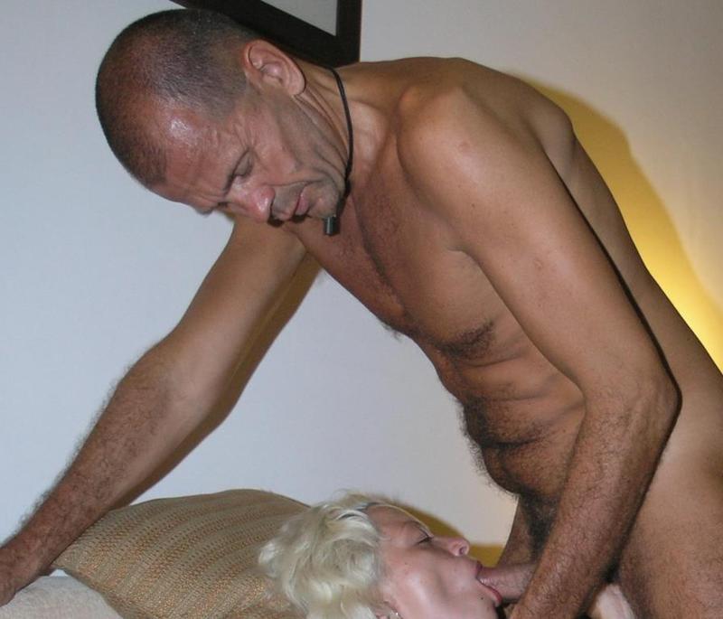 Зрелая леди желает сосать немолодым партнерам