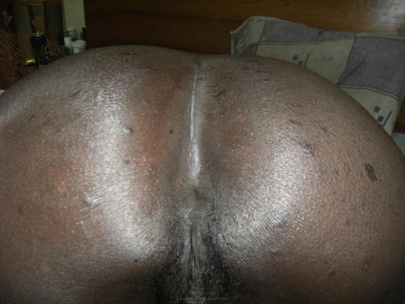 Негритянка целует приехав в гости к удовлетворителю
