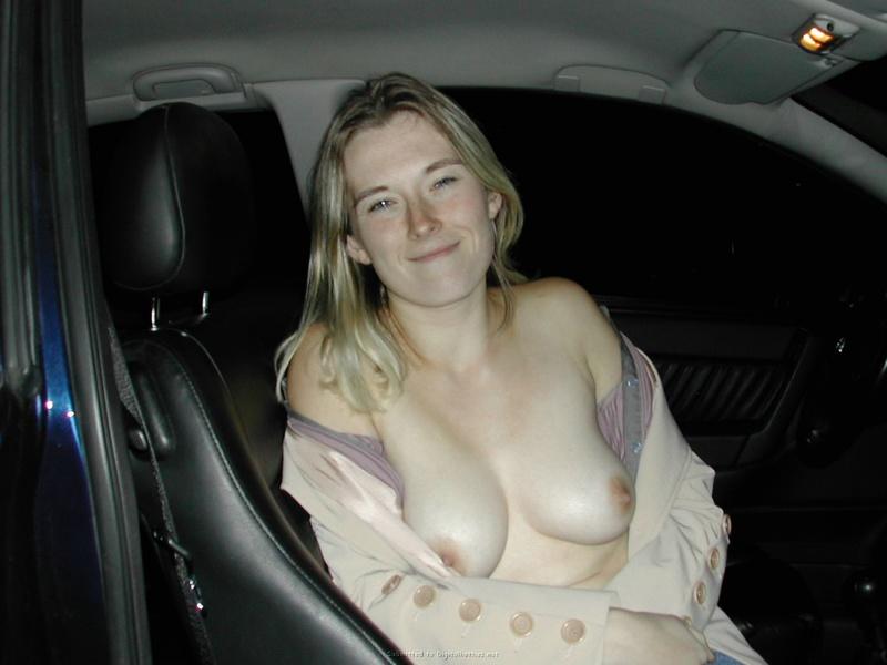 Мадам отсасывает в авто