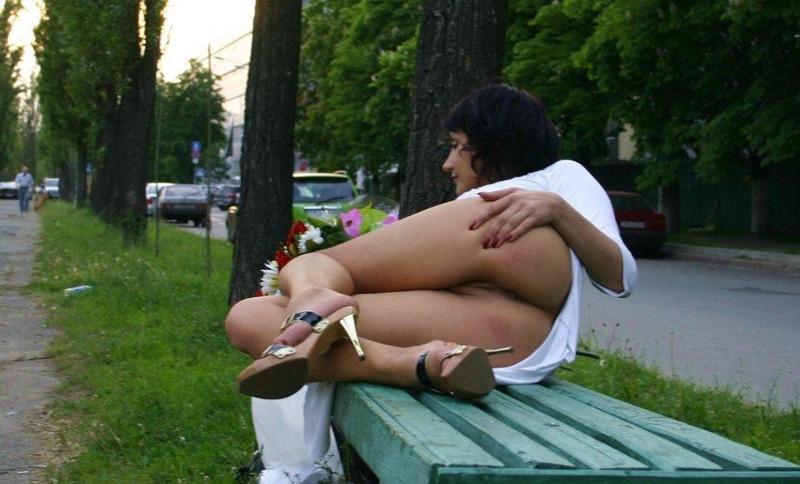 Мамка не надевает бикини идя на прогулку