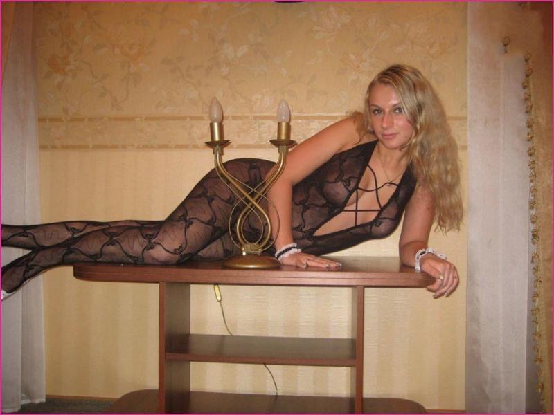 После романтического вечера блонда облачилась в сексуальное белье