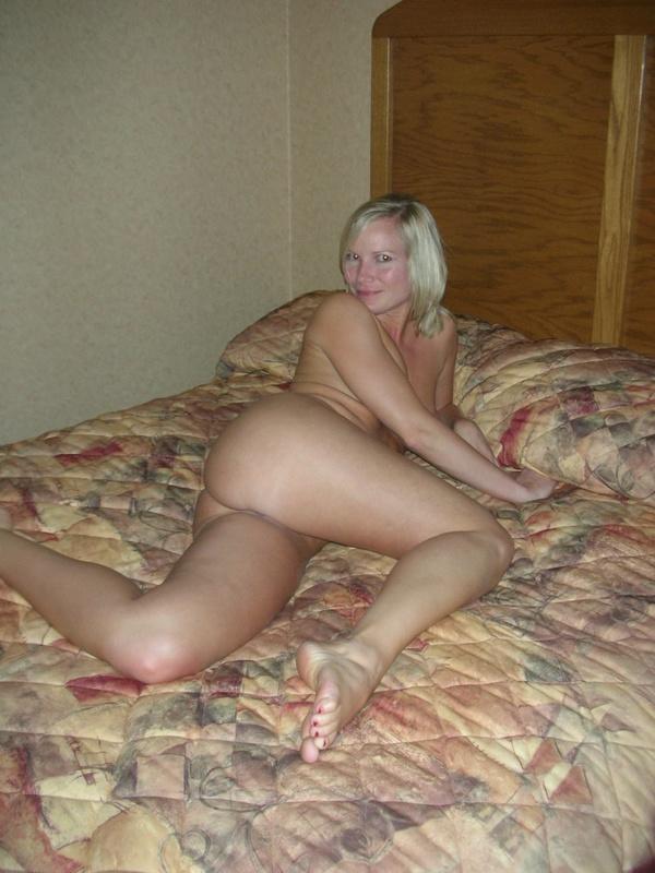 Блондинка в отеле засветила письку
