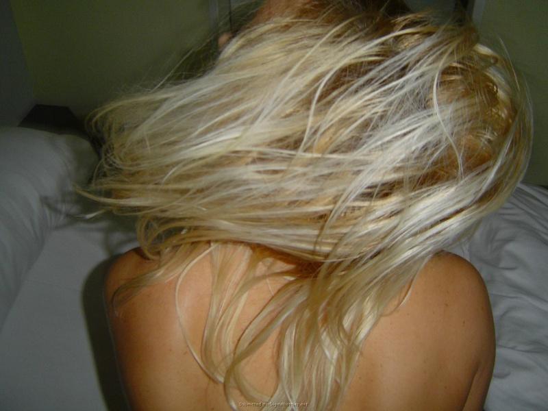 Блонди с жирной попой отсосала фаллос