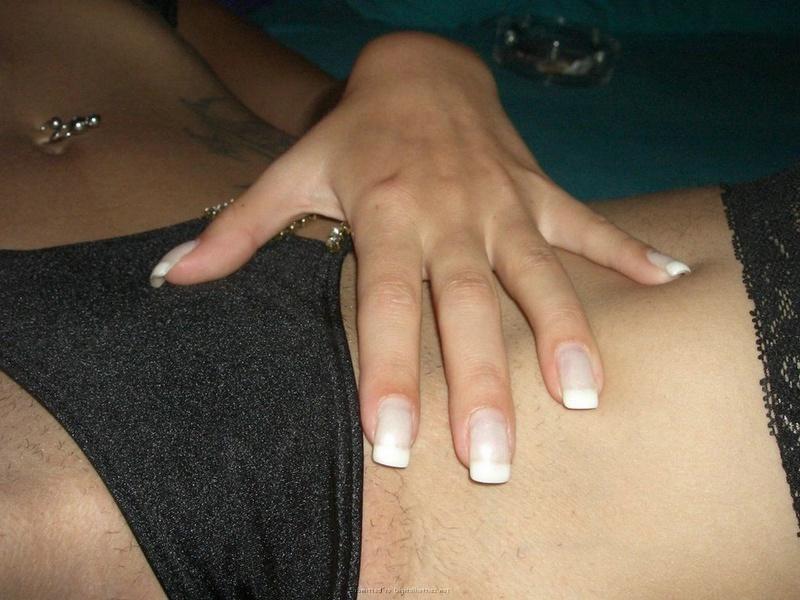 Светловолосая телка в нижнем белье готова к соитию