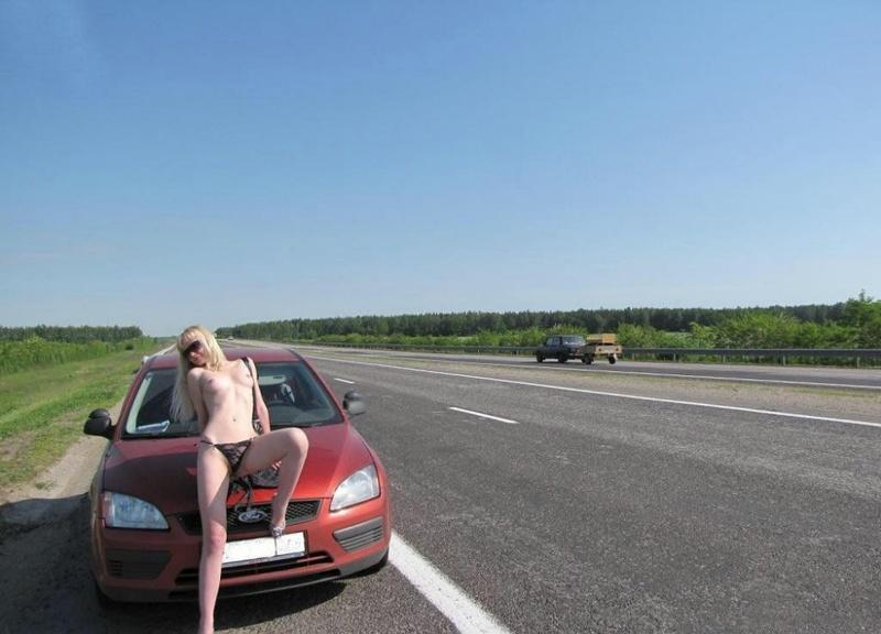 Нагая баба путешествует автостопом секс фото