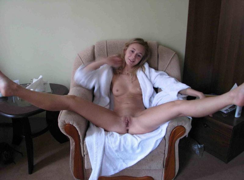 Миленькая Жена Трахает Промежность Розовым Дилдо Домашнее Порно И Секс Фото