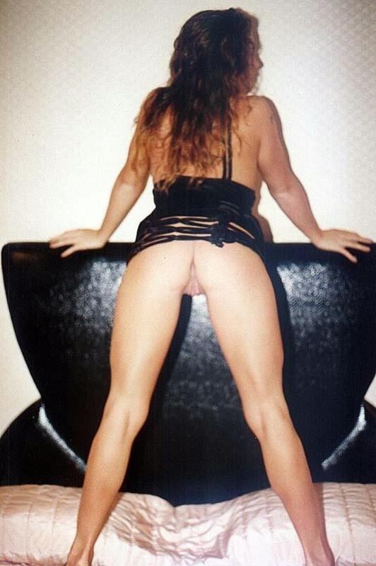 Woman из 90-х засовывает в вагину дилдо