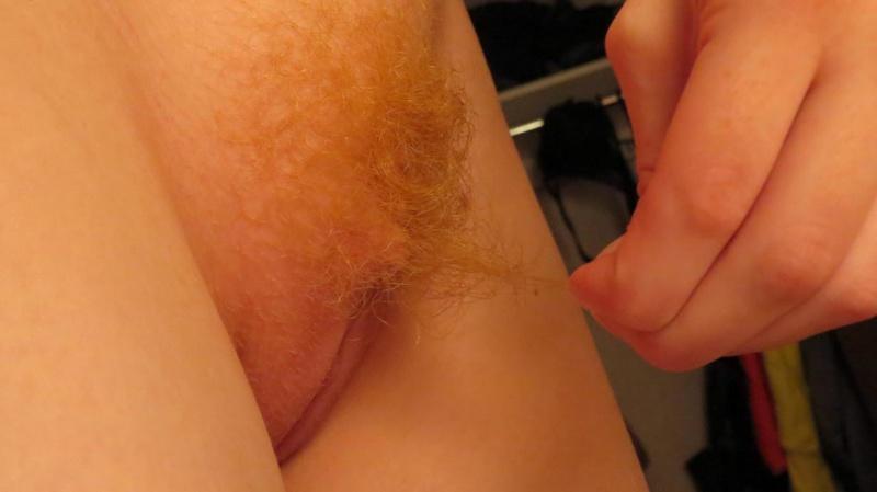 Рыжая блядь безумно желает необычные интимные ласки секс фото