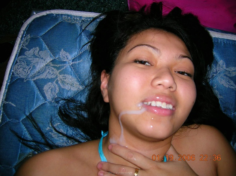 Девушка с узкими глазами угостилась кончёй после перепихон втроем