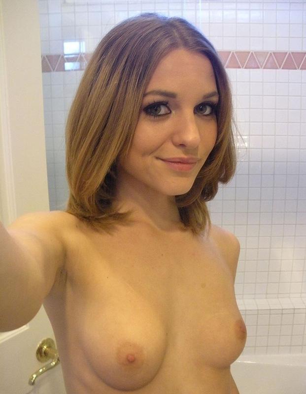 Интимные фото в туалете, видеоролик с мастурбацией