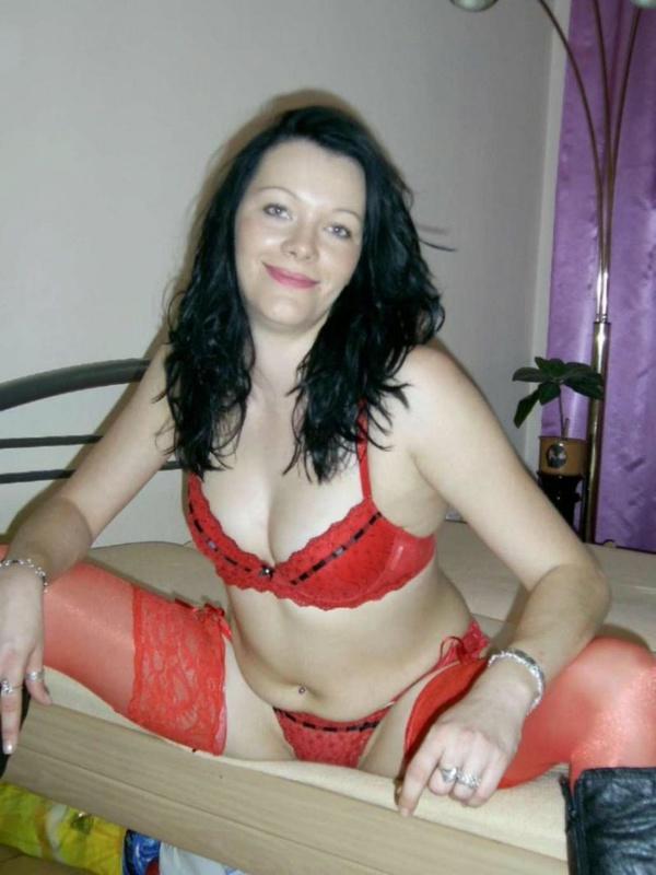 Мамзель не упустила возможности показать сексуальное тело