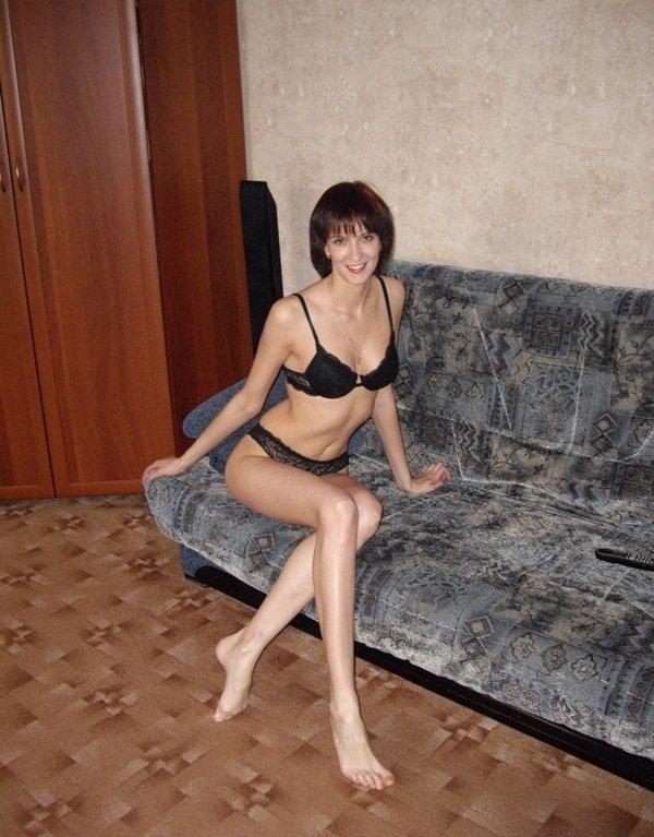 Грациозная шалава готова развратничать в домашних условиях секс фото