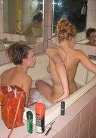 Пьяная лесбиянка в ванной бреет киску подружке 2 фотография