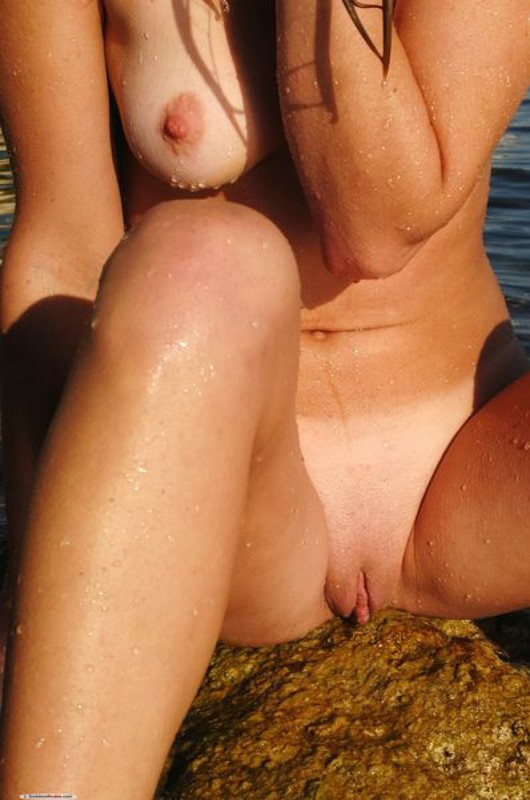 Голая Марина стала нудисткой чтобы без купальника сидеть под солнцем