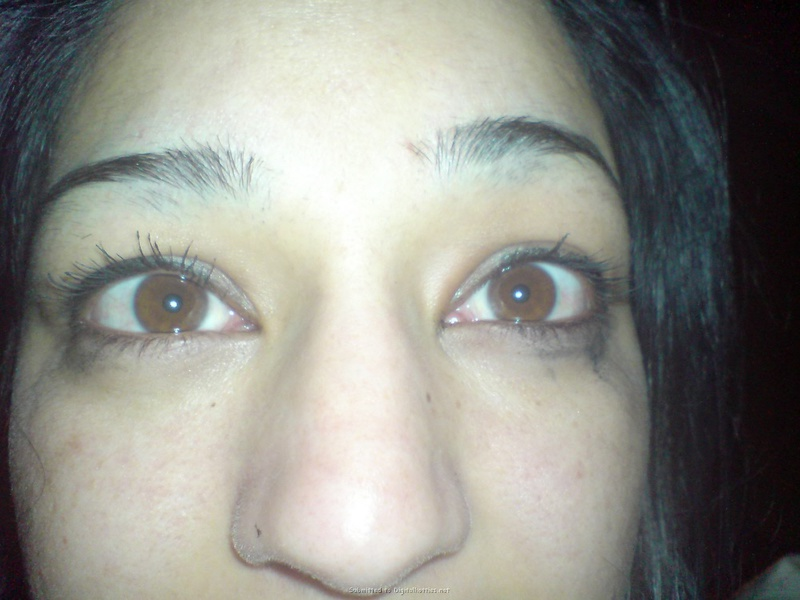 Армянка в спальне сняла трусы до нижнего белья секс фото