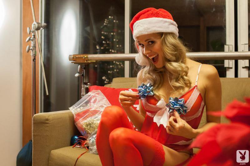 Полуголые красавицы пришли к Санте на Рождество