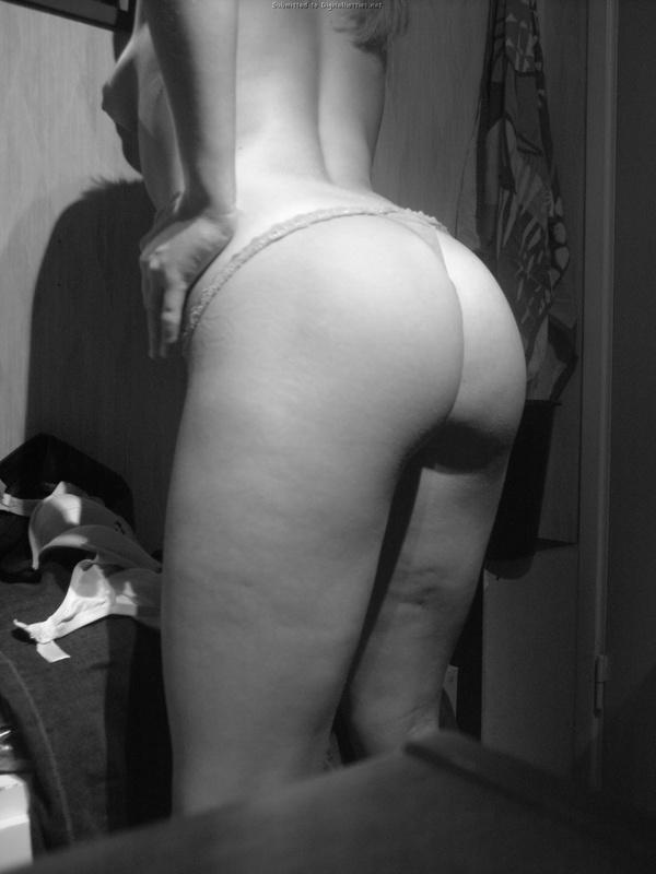 Соня сидит в спальне в одних трусиках и прикрывает груди пальчиками