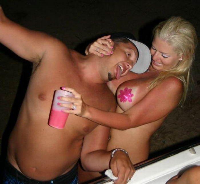 Обнаженные девки в клубах для настоящих мужчин