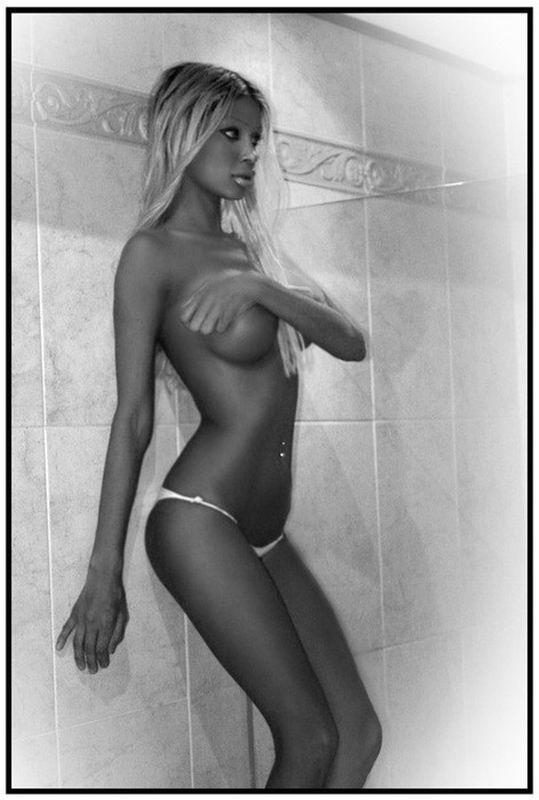 Похотливые девки не прочь показать свое милое тело