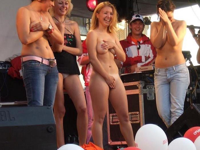 Развратные сучки отжигают на развратных вечеринках секс фото