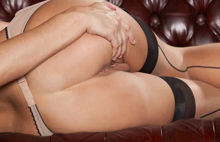 Баловницы крупно засветила свои влагалища секс фото