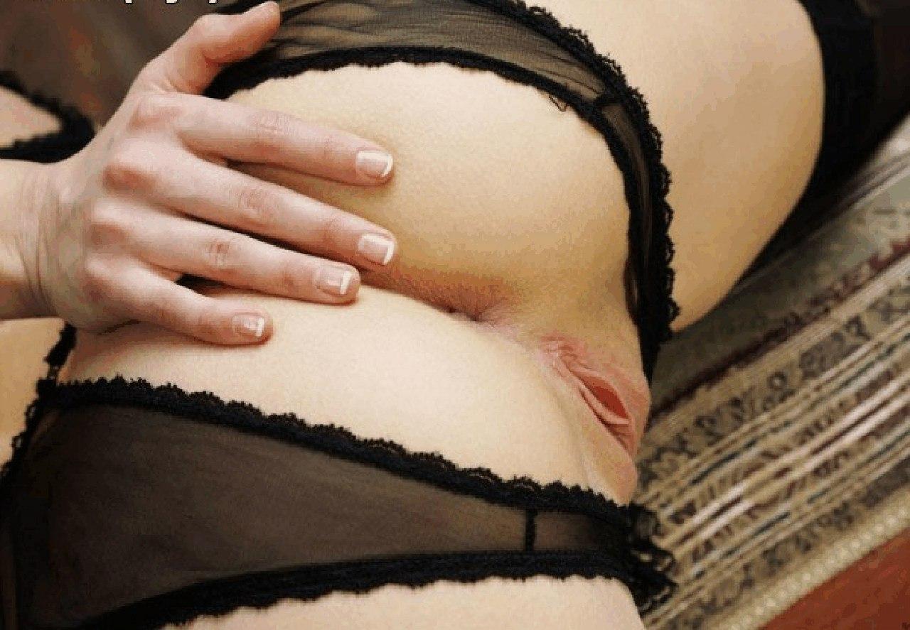 Раздетые бабы показывают раздетые гениталии