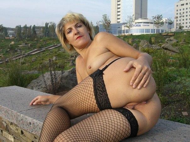 Матерые проститутки не бояться стоять без трусов