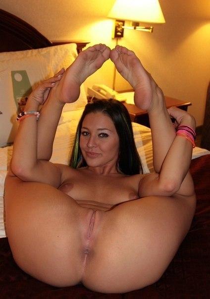 Отличные девахи соблазнительно ебутся со своими любовниками секс фото