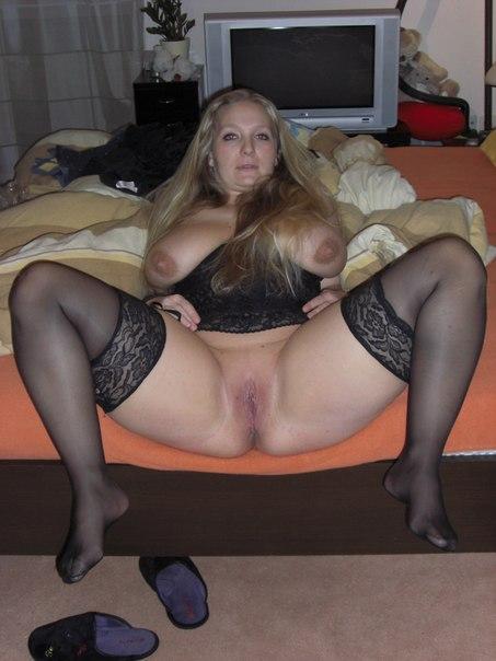 Телки отдыхают после страстного секса