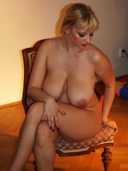 Сочные дамы показали свои большие задницы
