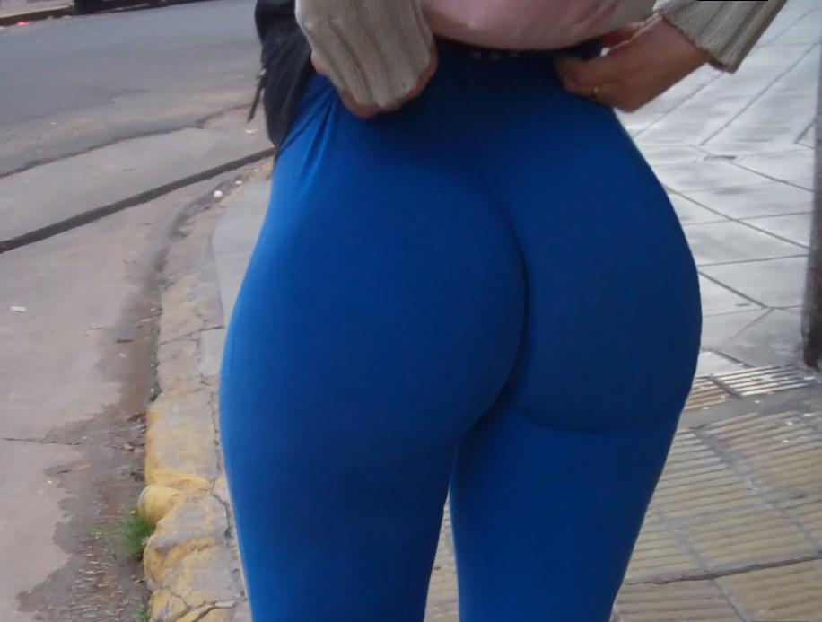 Латиноамериканская дама не стесняется большой жопы
