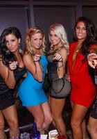 Жопастые чики развлекаются в ночном клубе 15 фотография