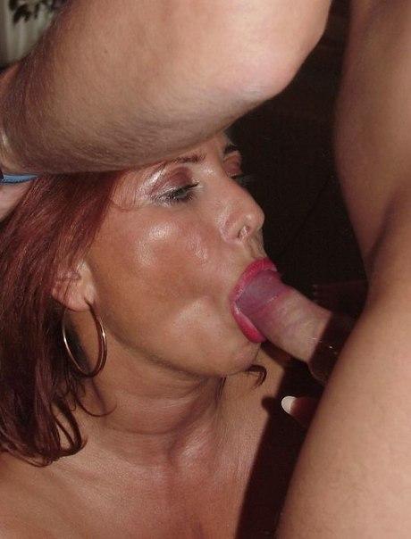 Матерые бляди умело работают ртом в любой обстановке