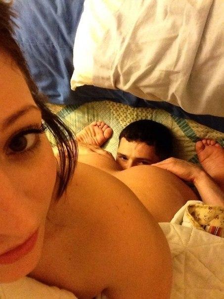 Бляди получают наслаждение сношаясь с несколькими партнерами секс фото