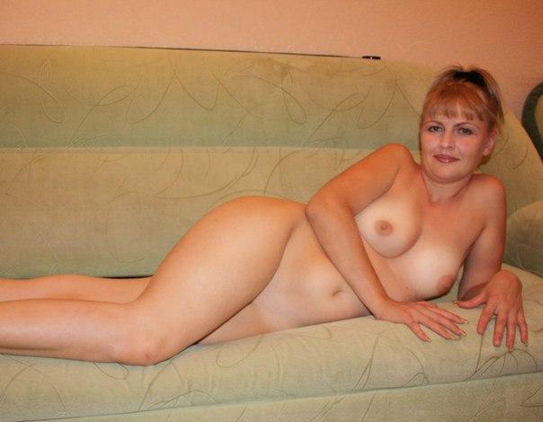 Русские мамки раздвигают ноги показывают пизду, трахаться на диване фотки
