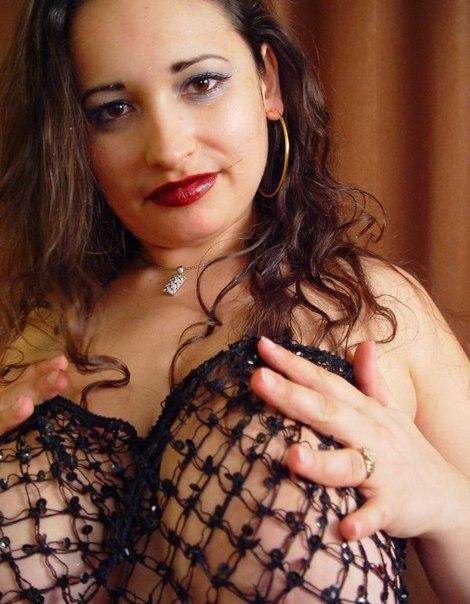 Крупные соблазнительницы хвастают крупными грудями не только дома