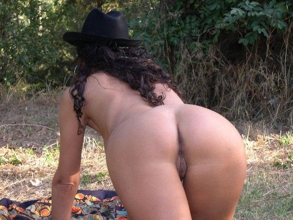 Хозяйки оголяют свои груди перед мужьями