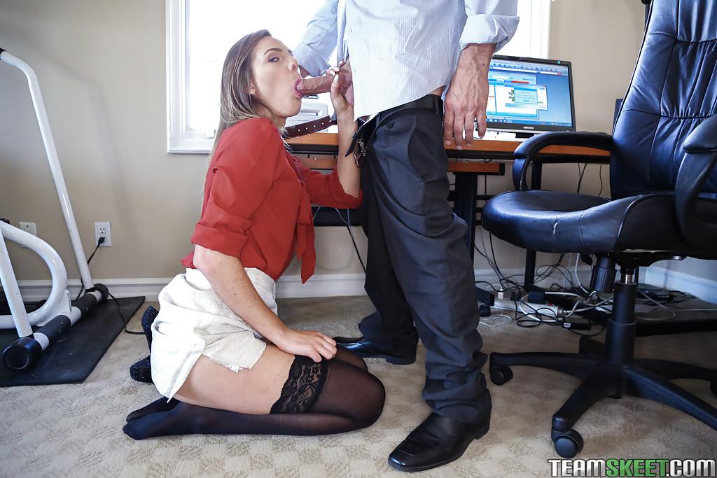 Шеф трахает в рот и в сраку новую сотрудницу