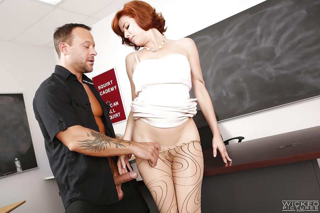 Профессор трахнул рыжую студентку смотреть эротику