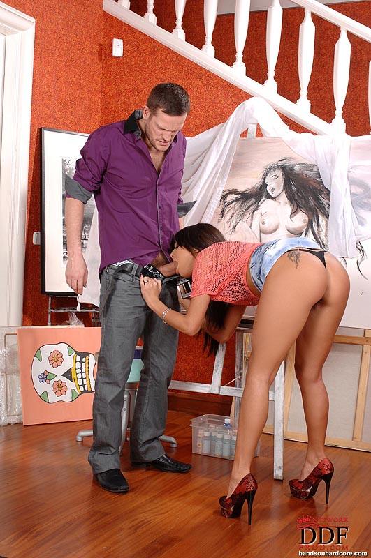 Натурщица знает, как вдохновить художника