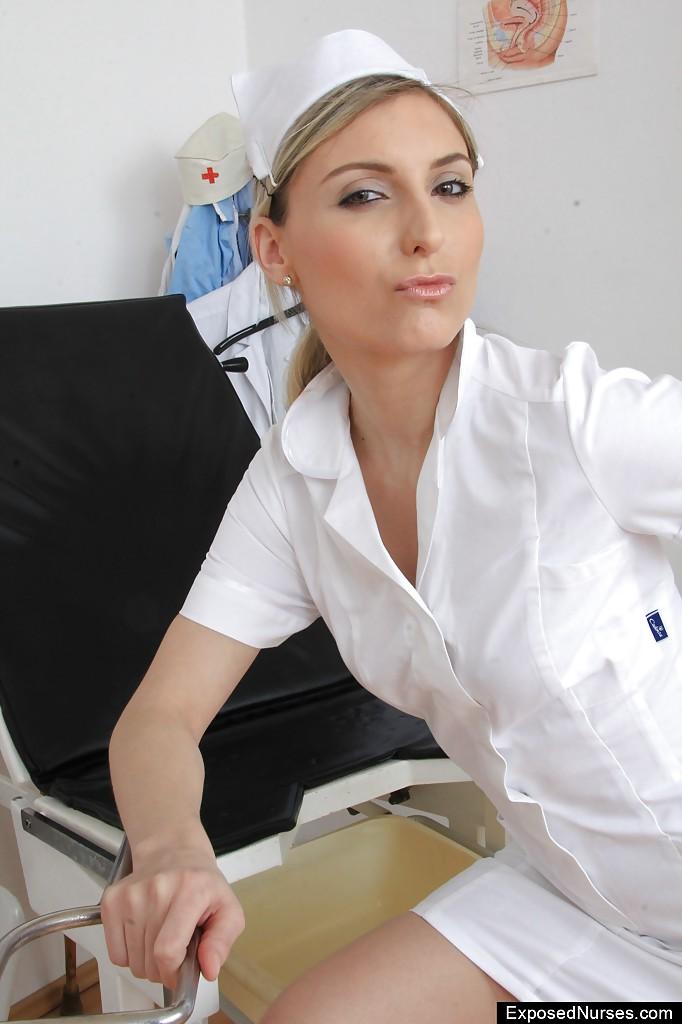Врач-гинеколог дрочит в кабинете