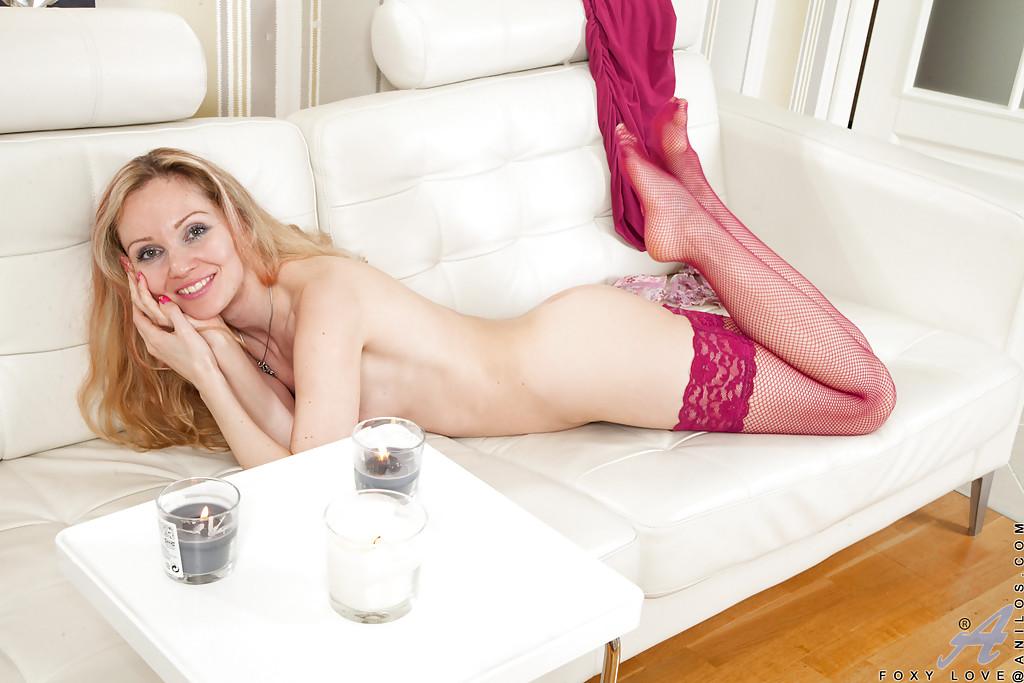 Соседка в розовых гетрах раздвинула ноги перед спутником