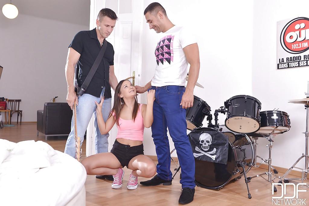 Певица дала своим музыкантам перед важным прослушиванием смотреть эротику