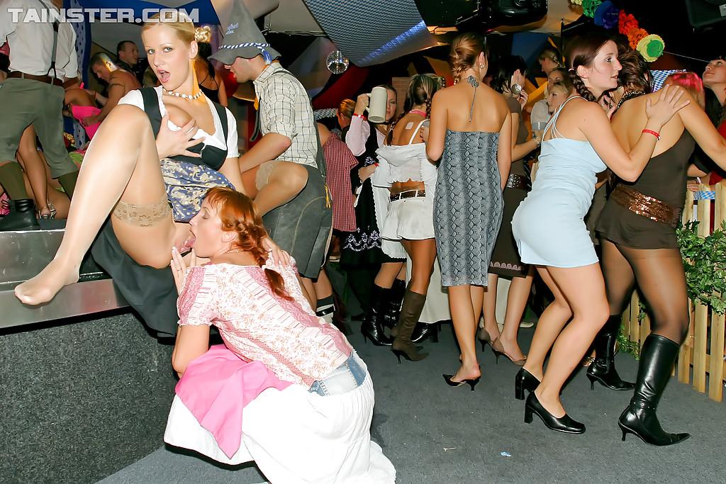 Вечеринка студентов переросла в оргию