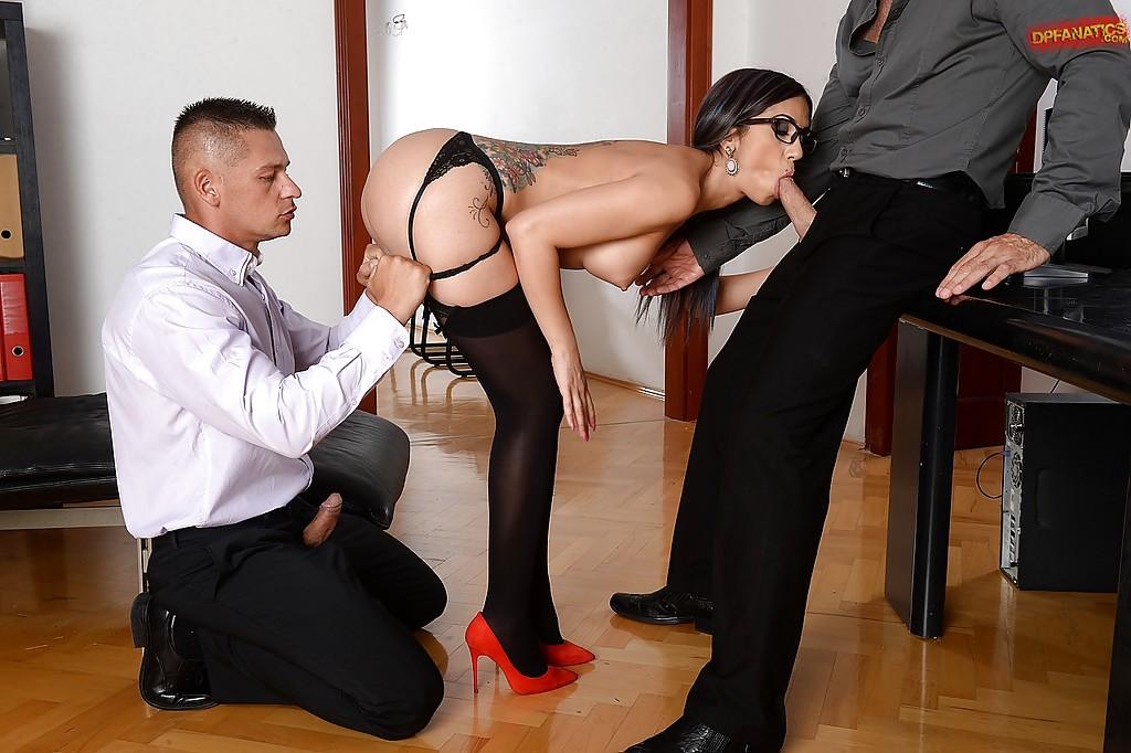 Бизнес-леди провела сексуальные переговоры
