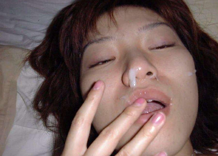 Раскрепощенным удовлетворительницам нравится когда сиськи в сперме