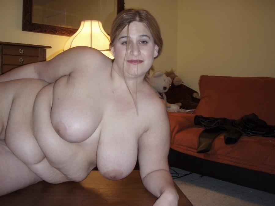 Мясистая тетка полностью разделась у друга секс фото