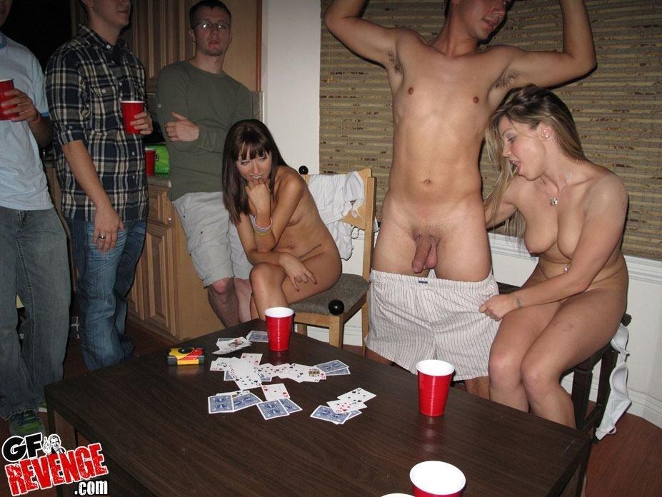 Две марамойки пришли на вечеринку ради секса