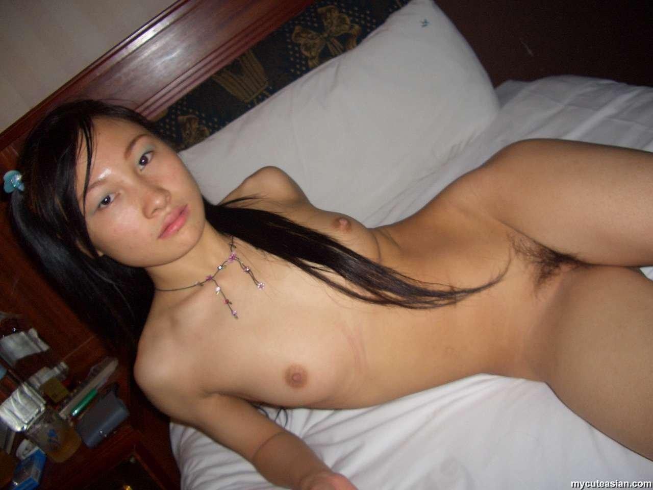 Желающие мужского внимания азиатки оголяются